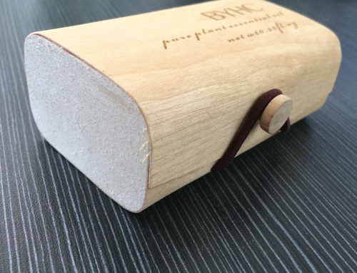 Thin Wooden Jewelry Case with Elastic Closure